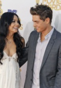 photo-westcom-starmaxinc-com-2010-all-rights-reserved-vanessa-hudgens-and