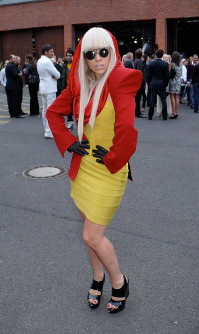 Lady-Gaga-in-red-and-yellow-outfit.jpg