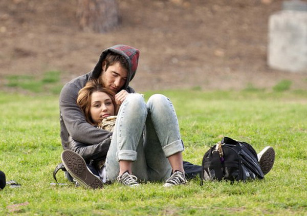 joshua bowman and miley cyrus relationship trouble